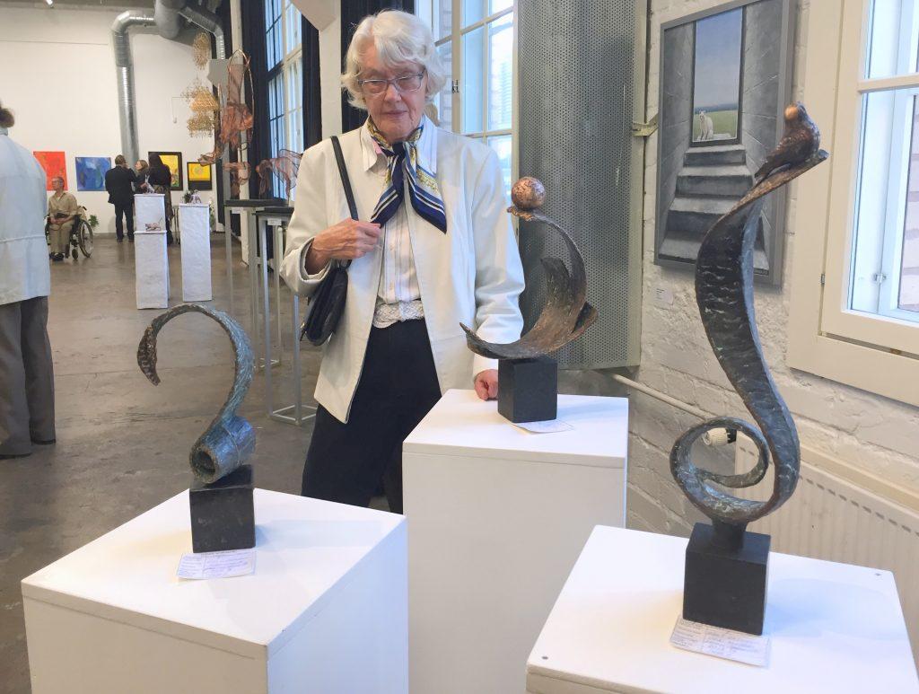 Eila Oksanen ja kolme näyttelytyötä